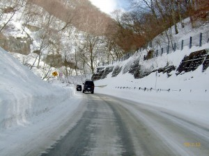凍結路は十分注意して運転しましょう。命あっての仕事です。
