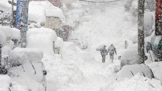 東京で大雪が降った。だんだん遅くなる初雪